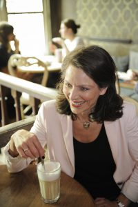 Life & business coach, professional organizer, bemiddelaar, spreker en auteur Sara Van Wesenbeeck @ Barking Dogs