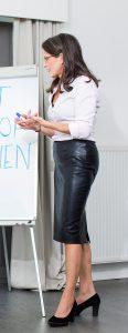 Expert, life & business coach, bemiddelaar, professional organizer, trainer en auteur Sara Van Wesenbeeck - workshop @ Barking Dogs