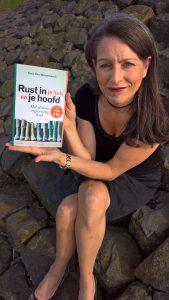 Sara Van Wesenbeeck, Life & business coach, professional organizer, mediator, spreker en auteur van 'Rust in je huis en je hoofd'
