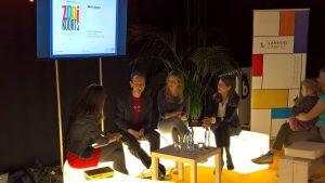 Auteur, coach en organizing expert (rechts op foto) spreekt en signeert op Boekenbeurs 2017 - barkingdogs.be