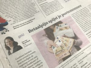 Betaal vaker met cash en bespaar geld - budgettip van expert Sara Van Wesenbeeck in De Zondag - www.barkingdogs.be
